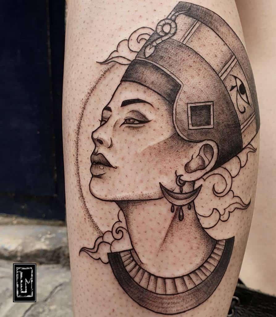 Tatouages à points Nefertiti Lea.nfurter