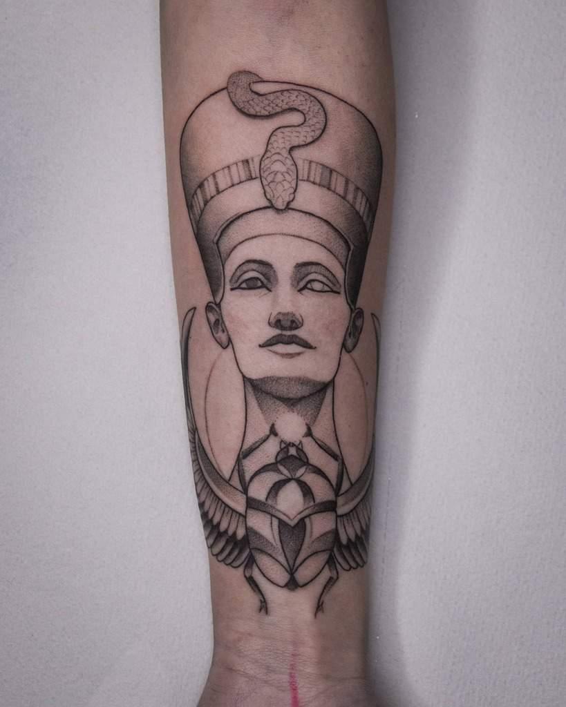 Tatouages d'avant-bras Nefertiti Blackashes.tattoo