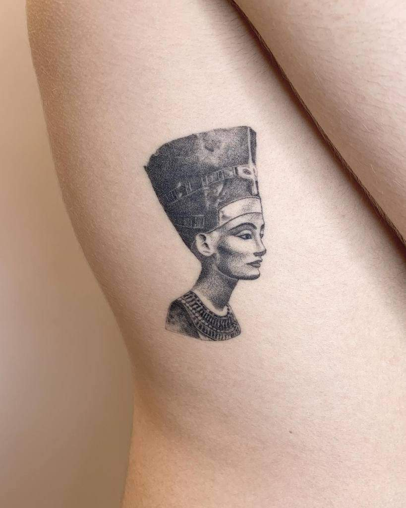 Blackwork Nefertiti Tattoos Veintidos.studio