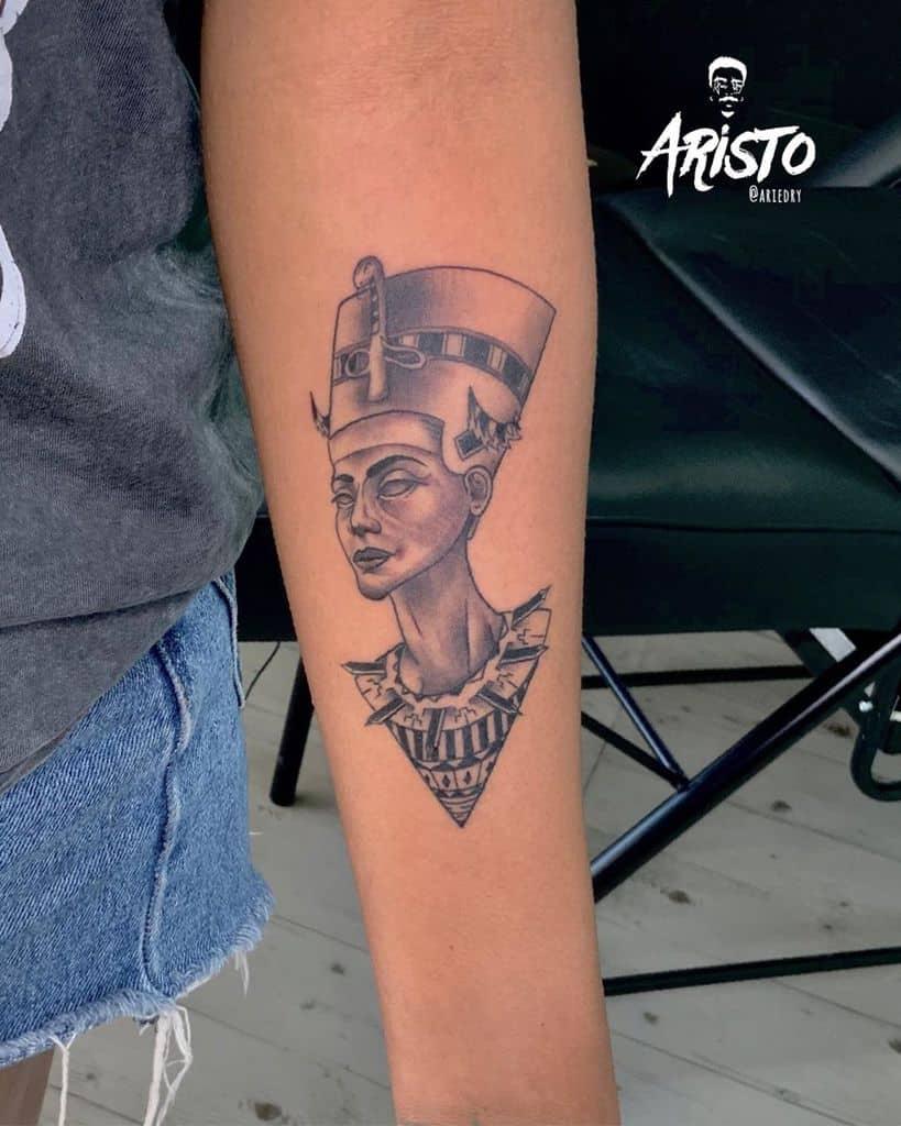 Tatouages de l'avant-bras Nefertiti Aristotattoo