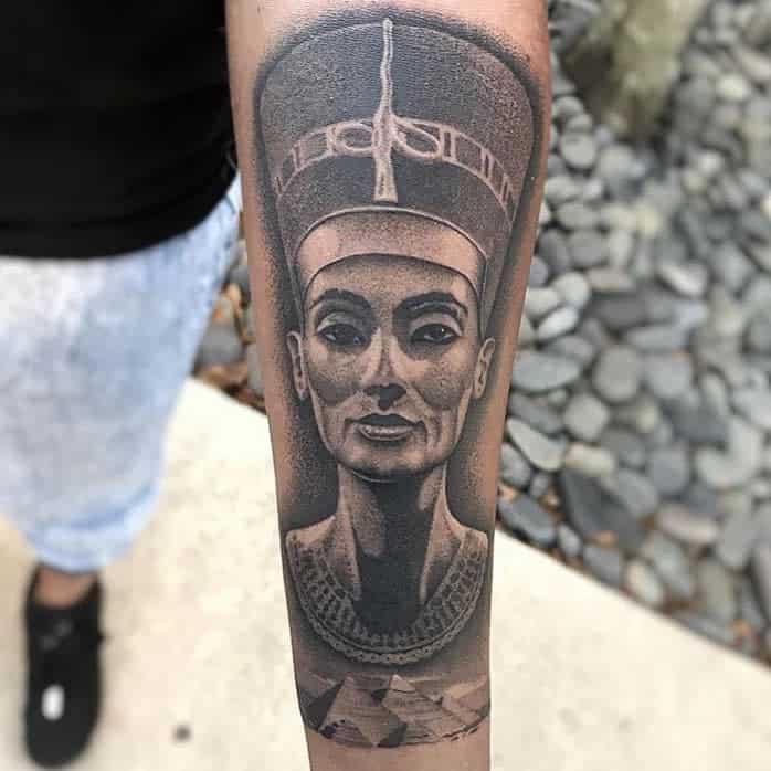 Tatouages d'avant-bras Nefertiti Mattbtattoos
