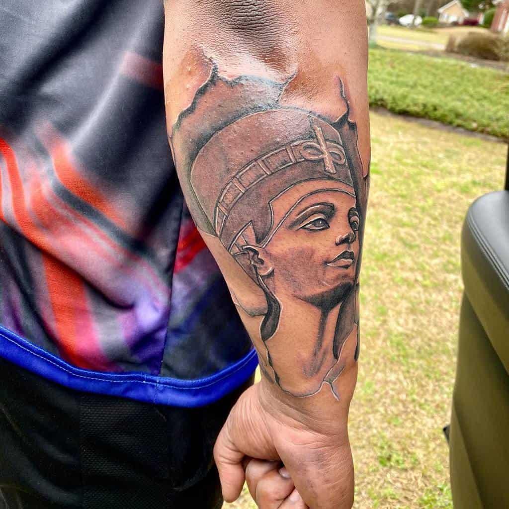Tatouages d'avant-bras Nefertiti Humble Assasin6