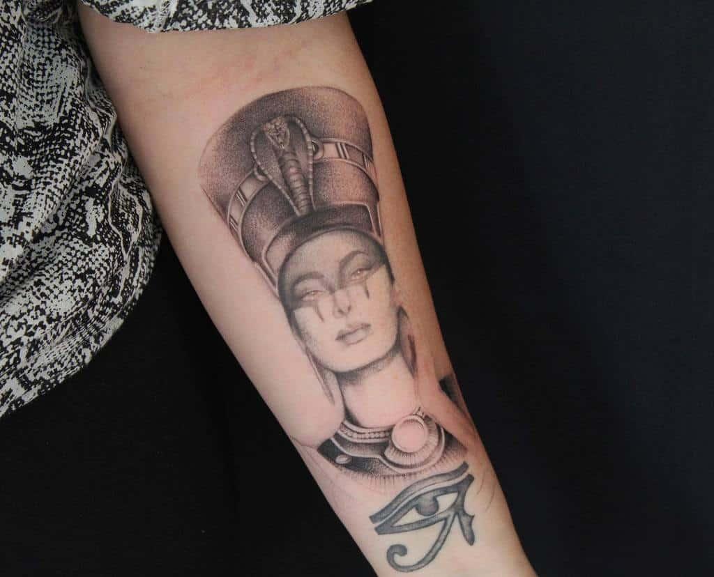 Tatouages d'avant-bras Nefertiti Tommymichel Tatouage