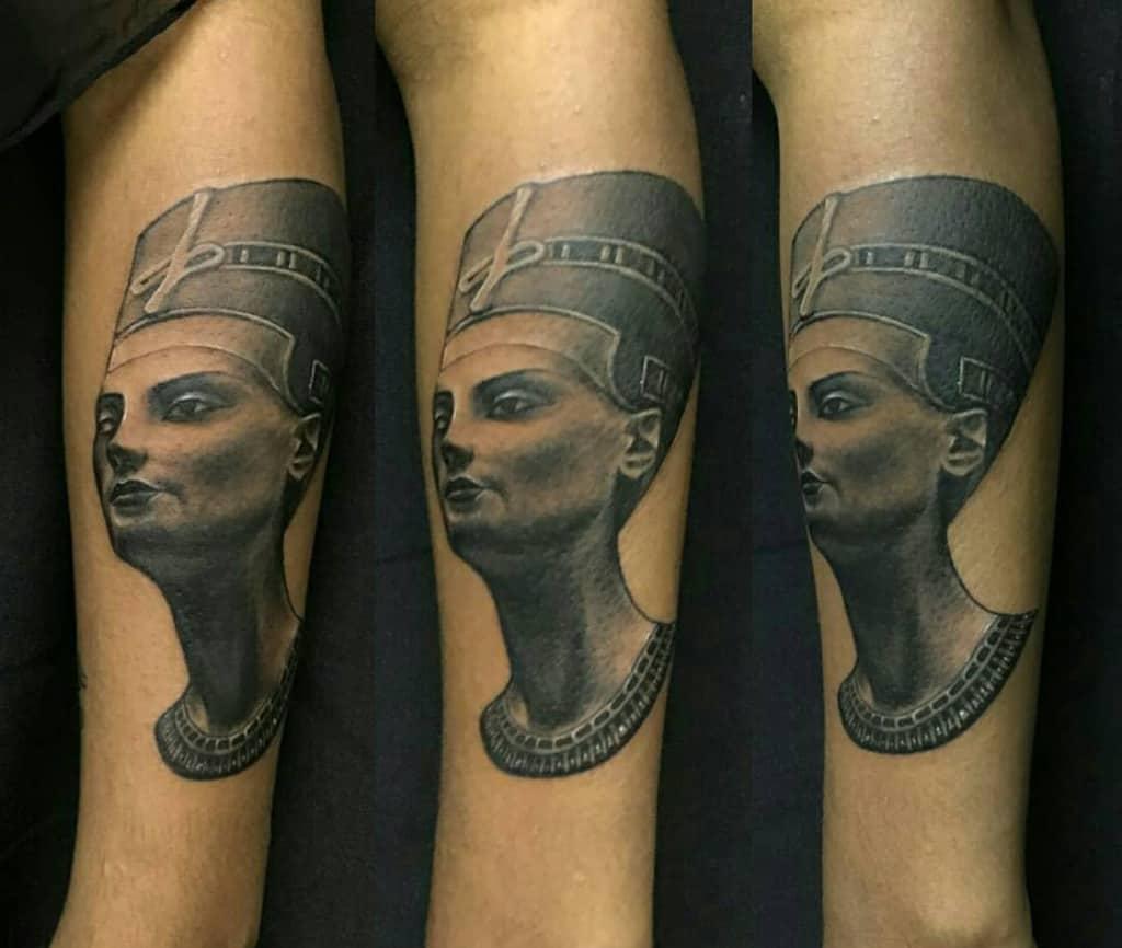 Tatouages réalistes de Néfertiti Tatouages de Rafaelgamboa