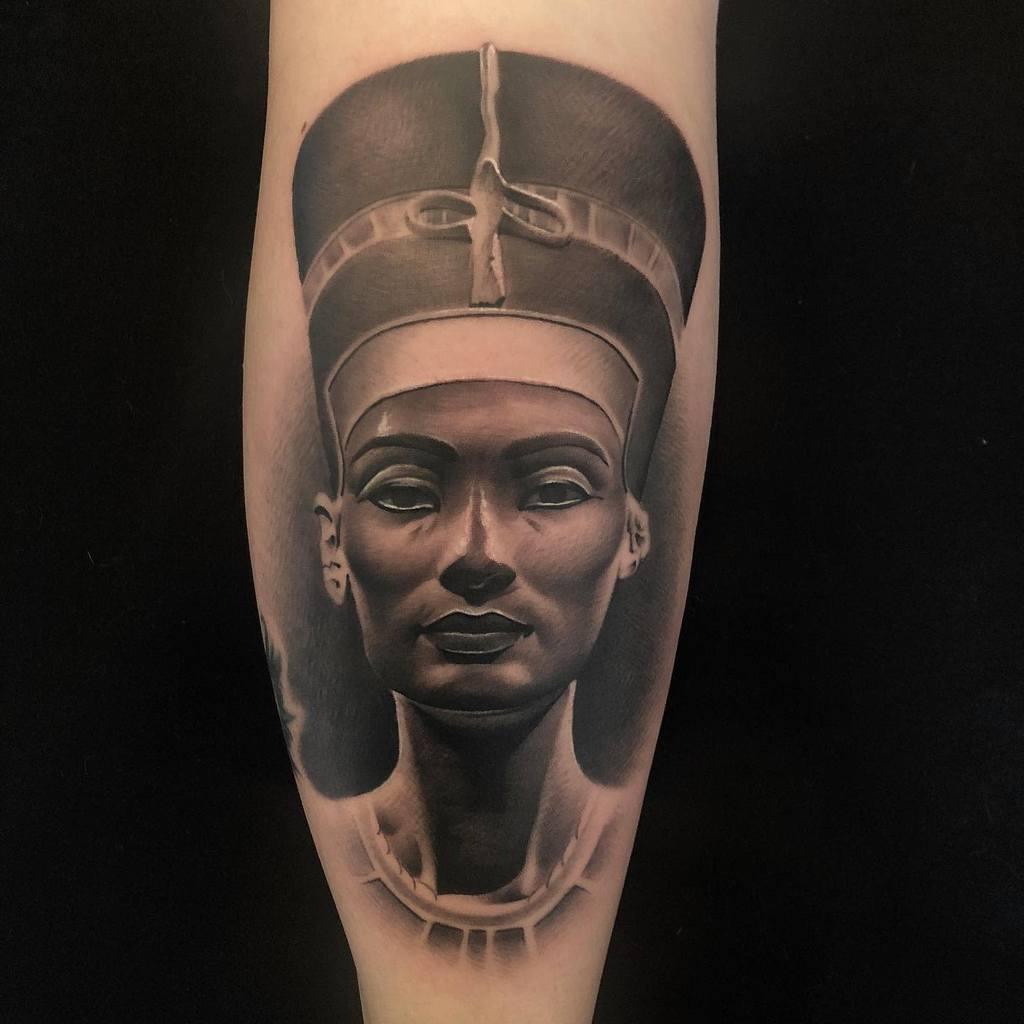 Tatouages réalistes de Néfertiti Tatouages d'Eddie Vamp