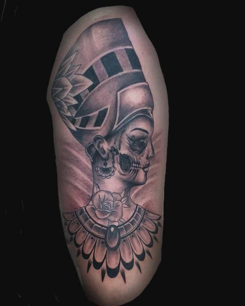 Tatouages Nefertiti ombragés D.x.v.tattoos