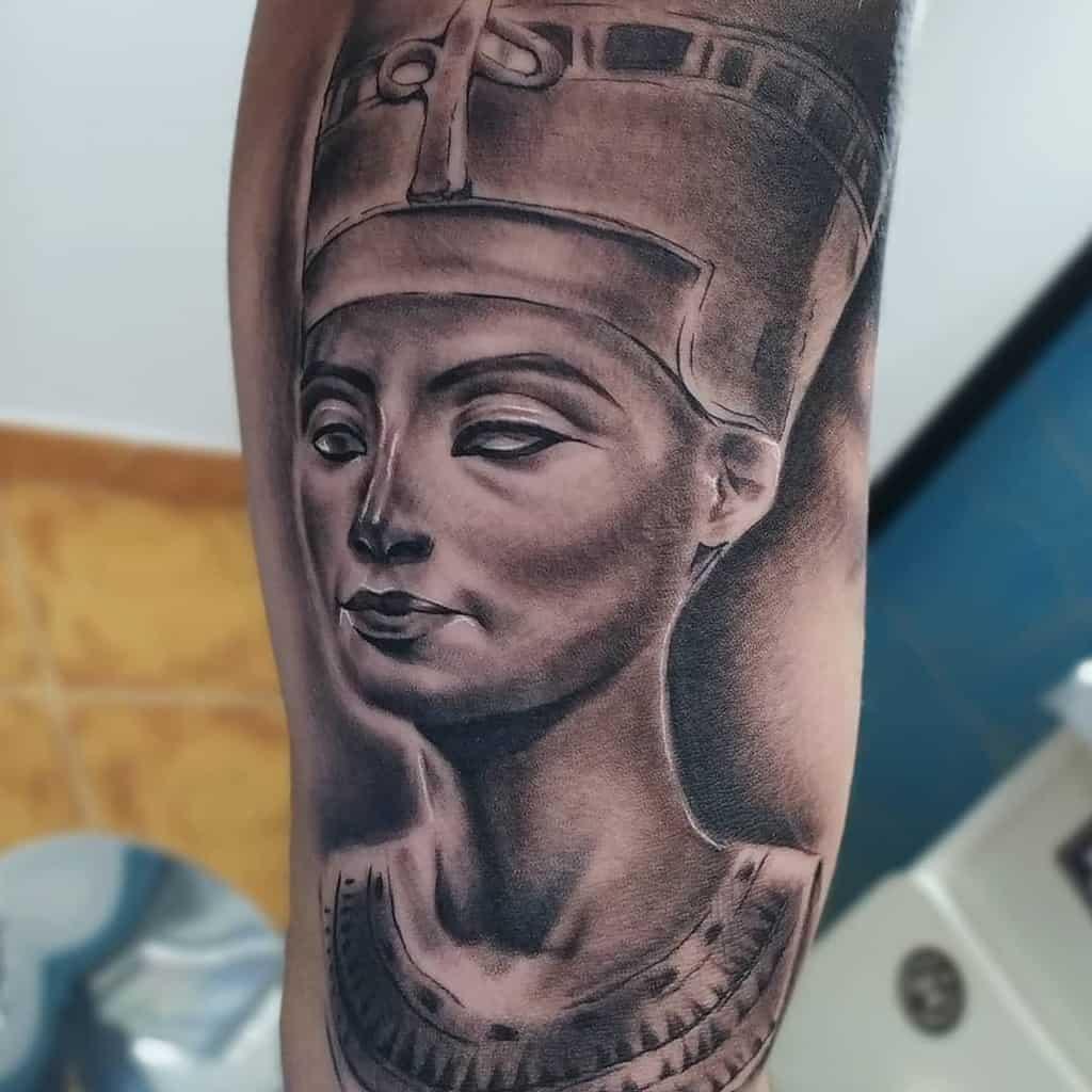 Tatouages ombragés de Néfertiti Juan Adrianmarquez