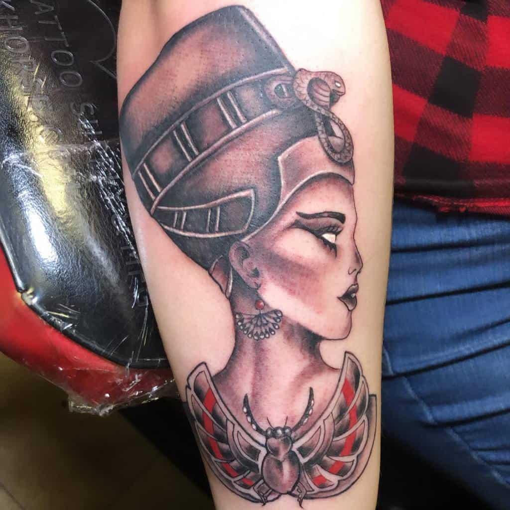 Tatouages ombragés de Nefertiti Tattoosbydaye