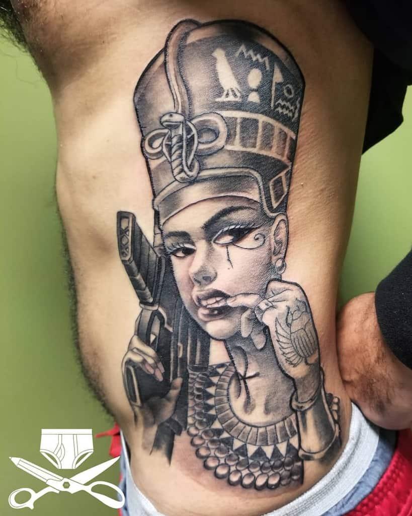 Tatouages modernes de Néfertiti Ferbzilla