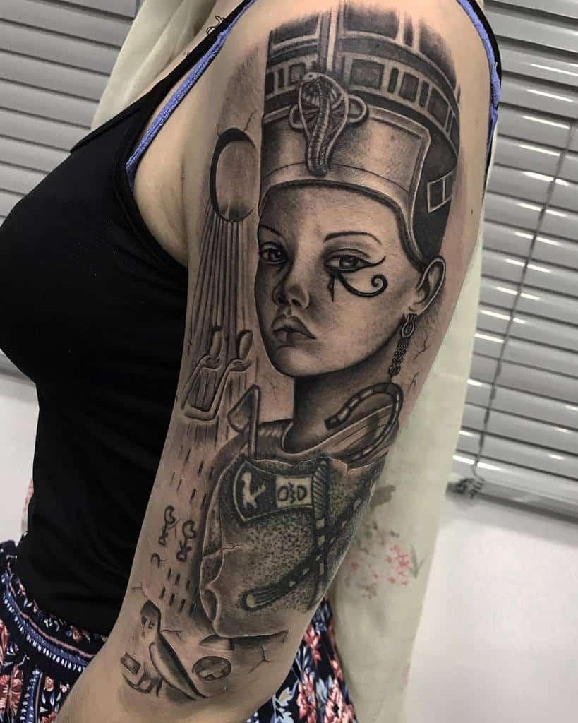 Tatouages ombragés de Néfertiti Ipsumtattoo