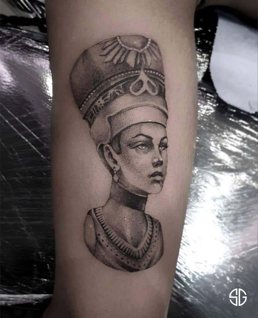Tatouages simples de Nefertiti Southgatetattoo