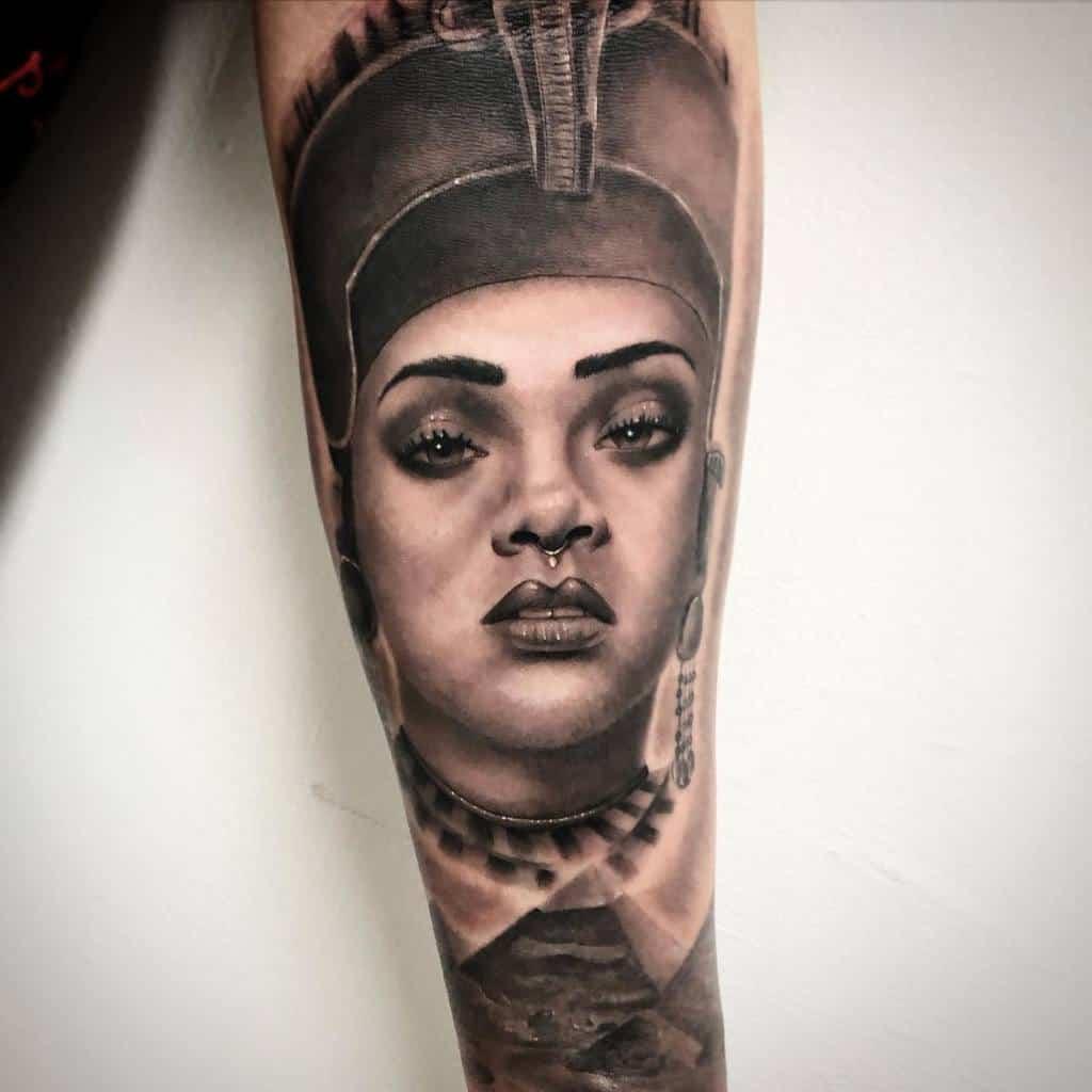 Tatouages réalistes de Néfertiti Krim Black