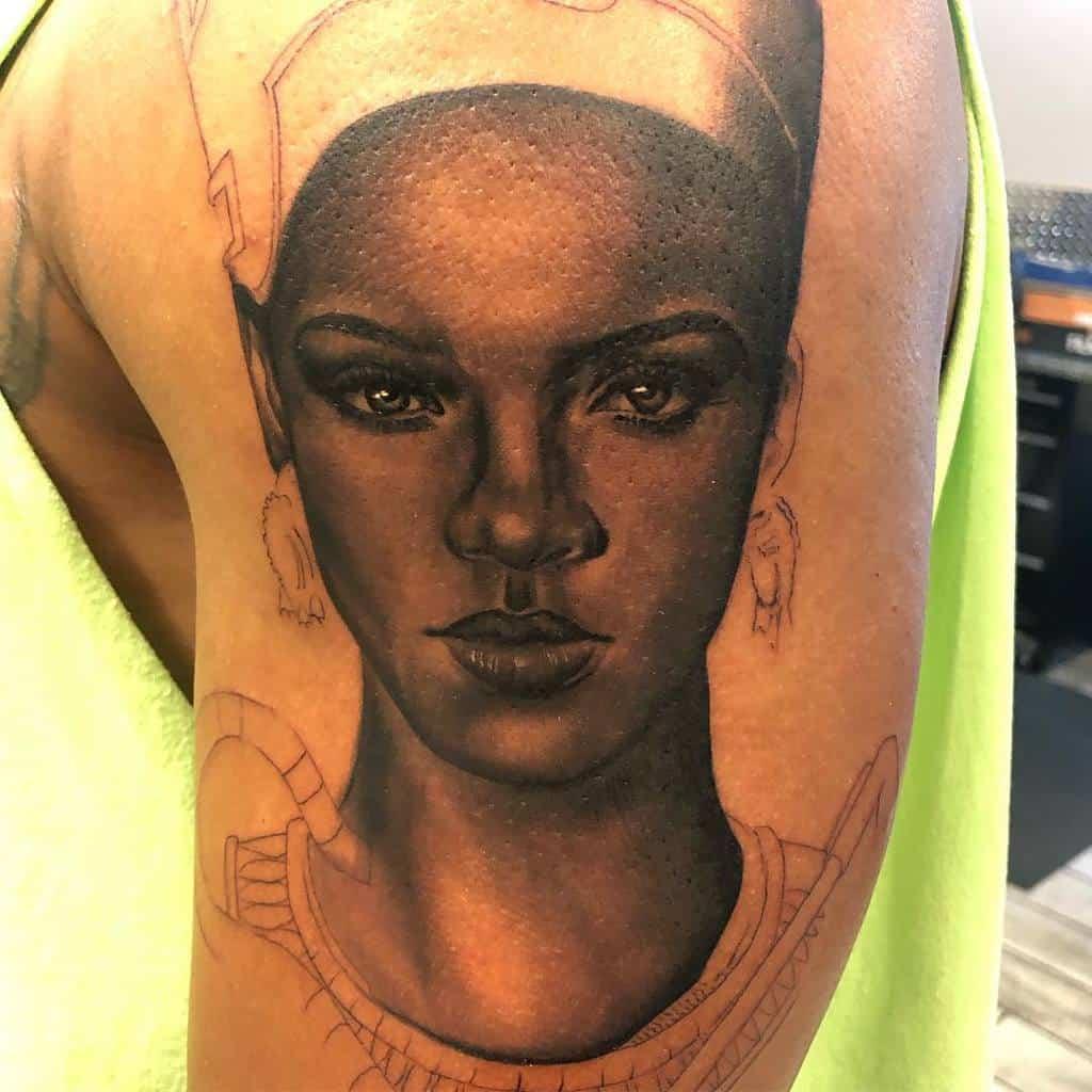 Tatouages réalistes de Nefertiti Inkbitch