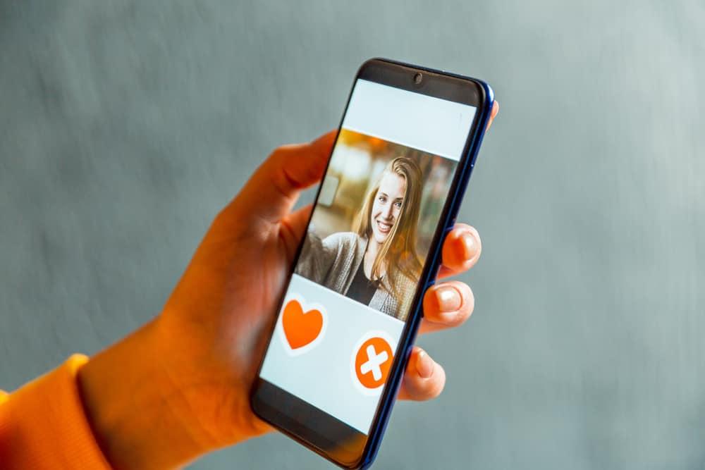 application de rencontre en ligne sur smartphone