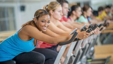 Améliorez votre image corporelle grâce au cyclisme d'intérieur