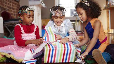 Comment établir un budget pour les cadeaux dans une famille nombreuse