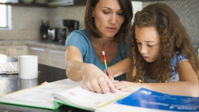 Comment l'enseignement à domicile se compare-t-il à l'école publique ?