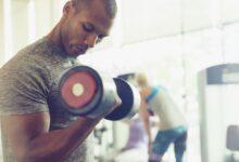Comment mettre vos bras autour du triceps