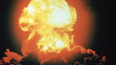 Comparaison entre la bombe à hydrogène et la bombe atomique