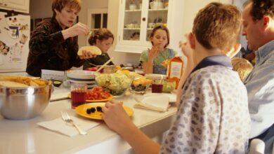 Faire face à de multiples mangeurs difficiles : Conseils, stratégies et soutien