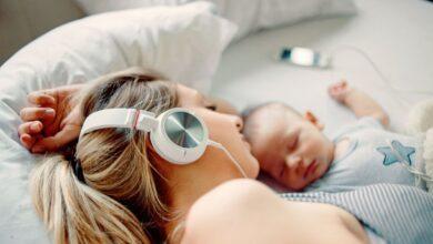 Les meilleurs podcasts mains libres à écouter en tant que nouvelle maman