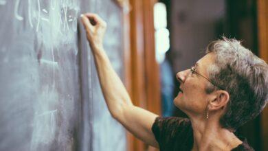 Parenthèses, accolades et parenthèses en mathématiques
