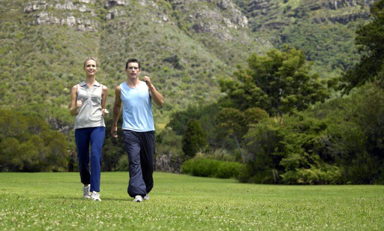 Plan d'entraînement hebdomadaire à la marche pour améliorer votre condition physique