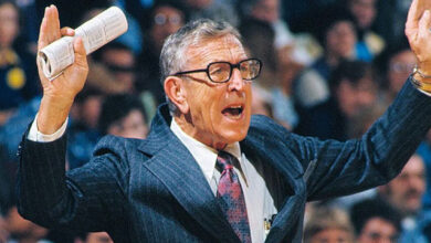 Photo de Plus de 80 citations de John Wooden sur le leadership, le jeu et la vie