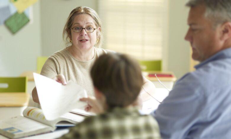 Portes ouvertes dans les écoles et conférences pour les parents et les enseignants