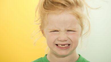 Pourquoi les dents deviennent jaunes (et d'autres couleurs)