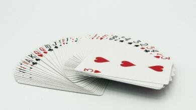 Quelles sont les caractéristiques d'un jeu de cartes standard ?