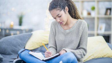 Thérapie par l'écriture pour les adolescents en difficulté