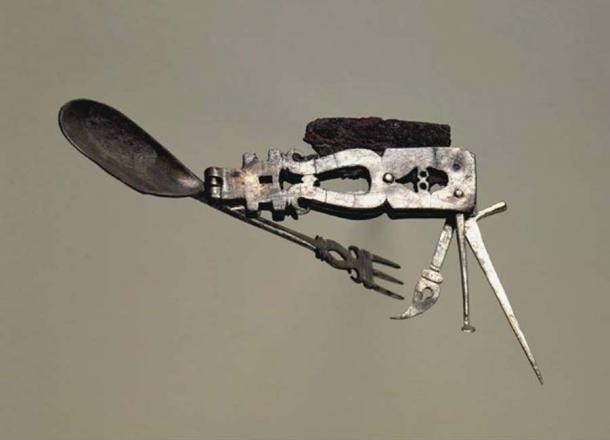 On pense que le gadget était principalement, sinon exclusivement, un outil pour manger. (Image : © The Fitzwilliam Museum)