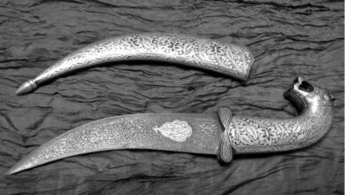 With a blade of Damascus steel (similar to Wootz steel), the blade makes this object a treasured piece.
