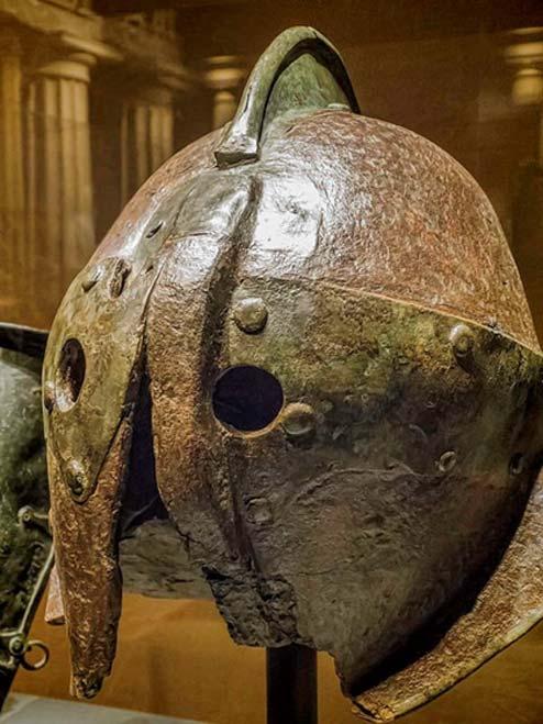 Casque en fer de style Secutor d'Herculanum, 1er siècle. (CC BY-NC-SA-2.0)