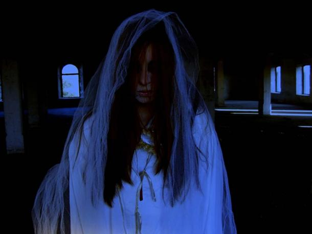 Une mariée fantôme, comme la Dame Blanche de Kinsale. (Licence Pixabay)