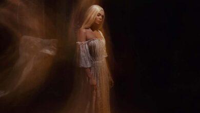 A ghost bride, like the White Lady of Kinsale. Source: (kharchenkoirina / Adobe Stock)