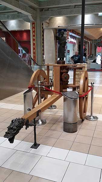 Réplique du char pointant vers le sud dans la cour chinoise de l'Ibn Battuta Mall, à Dubaï