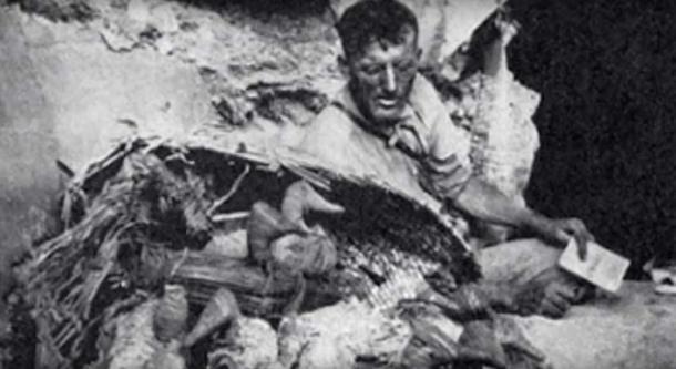 Artefacts découverts à la grotte Lovelock ainsi que des momies géantes similaires à la grotte Brewer. (Les géants de la grotte Lovelock / YouTube)