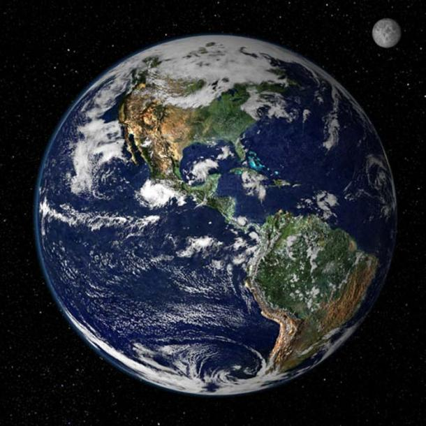 Cette image en couleurs montre l'Amérique du Nord et du Sud telles qu'elles apparaîtraient depuis l'espace à 35 000 km au-dessus de la Terre. L'image est une combinaison de données provenant de deux satellites. (Créé par Reto Stöckli, Nazmi El Saleous, et Marit Jentoft-Nilsen, NASA GSFC)