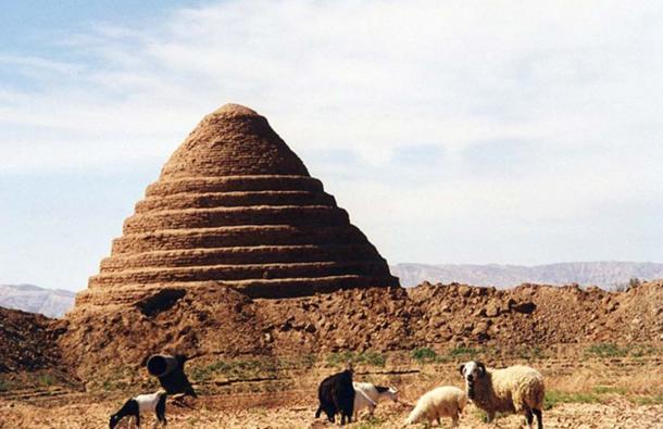 Un yakhchal dans le désert de Dasht-e-Kavir, Iran