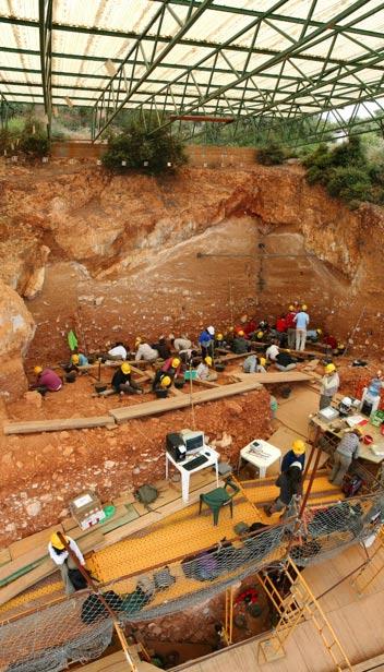 Excavation d'une grotte karstique à Atapuerca.