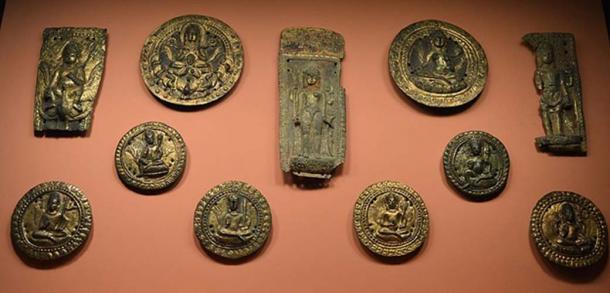 11ème siècle : Un tas d'objets dorés.