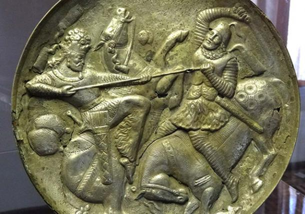 Plat en argent plaqué or - Période sasavide - Musée d'Azerbaïdjan - Tabriz - Azerbaïdjan iranien - Iran.