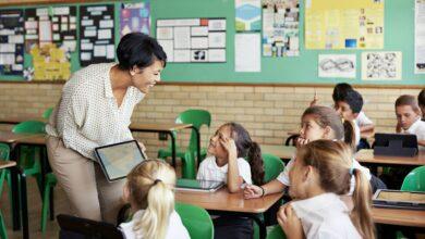 Comment le regroupement de clusters bénéficie aux enfants surdoués à l'école