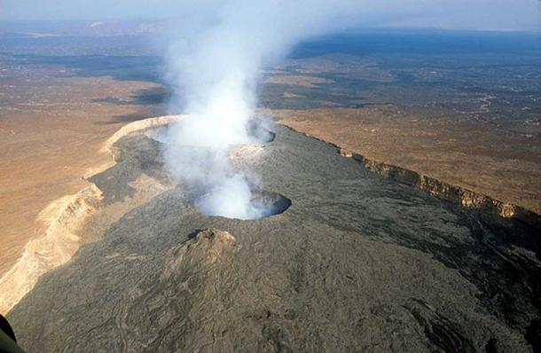L'Erta Ale est un volcan bouclier actif situé dans la région d'Afar au nord-est de l'Éthiopie, dans le désert de Danakil.