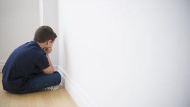 Discipliner les enfants avec des conséquences positives et négatives