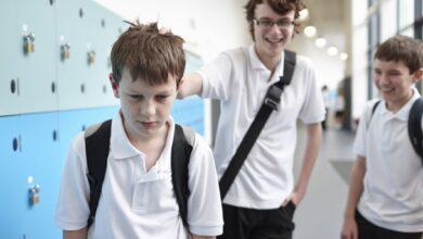 Les filles et les garçons intimident-ils différemment ?