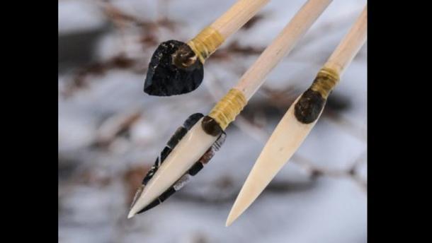 Des chercheurs de l'université de Washington ont recréé d'anciennes pointes de projectiles pour tester leur efficacité. De gauche à droite : pierre, microlame et pointes d'os.