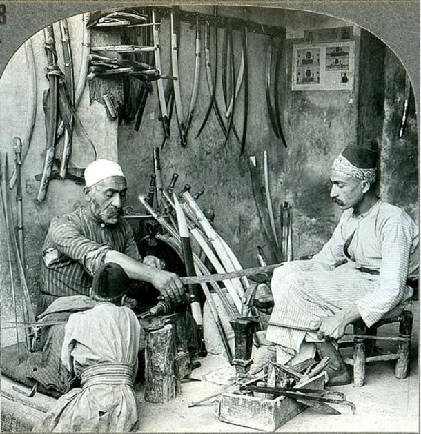 Un fabricant d'épée de Damas, Syrie. Vers 1900.
